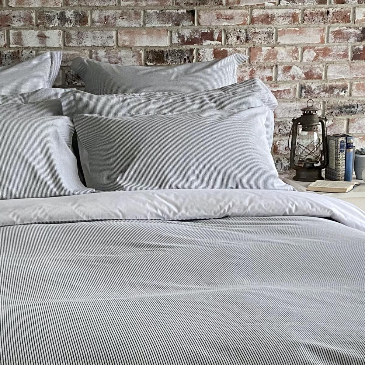 White/Navy Seersucker Stripe Double Duvet Cover
