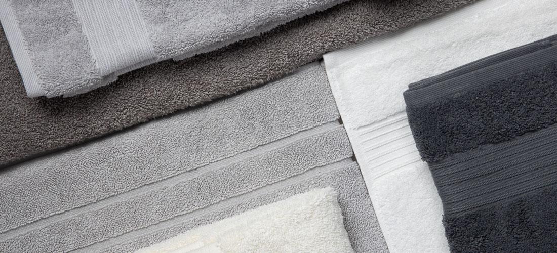 The difference between a bath sheet and bath towel I Soak&Sleep