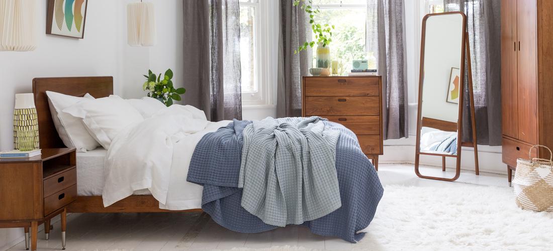 10 Budget Friendly Hacks to Make your Rental Bedroom Feel Like Home I Soak&Sleep