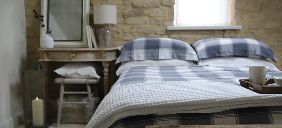 Create a calming bedroom I Soak&Sleep