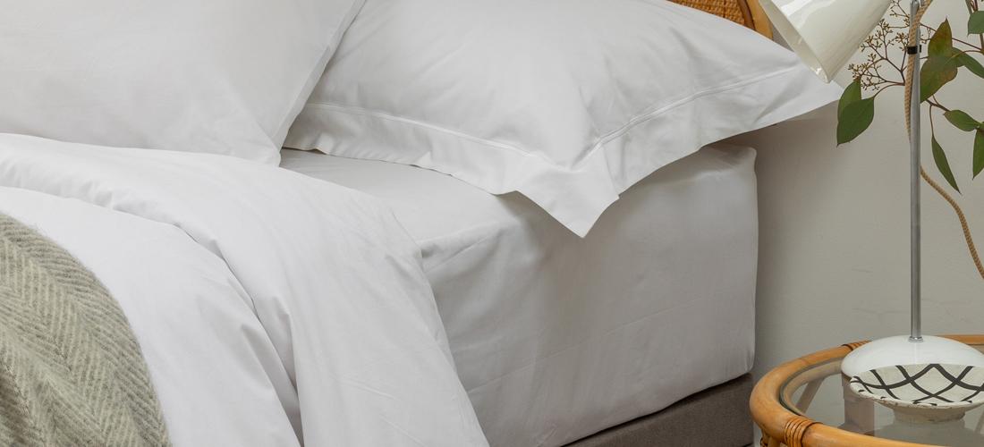 What is a flat sheet vs fitted sheet? I Soak&Sleep